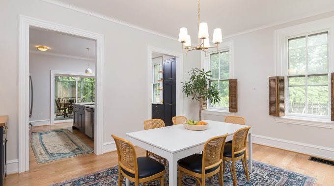 7 CONSIDERATIONS WHEN CHOOSING A HOME REMODELING CONTRACTOR